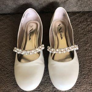 Girl's Nina Nataly bone flats pearl strap. Size 3M